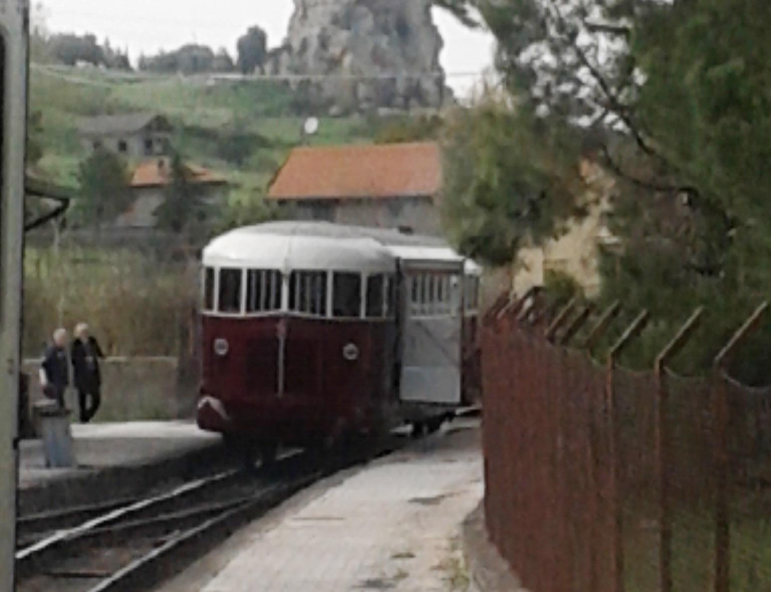 Incidente ferroviario moto impatta con littorina - Incidente giardini naxos oggi ...