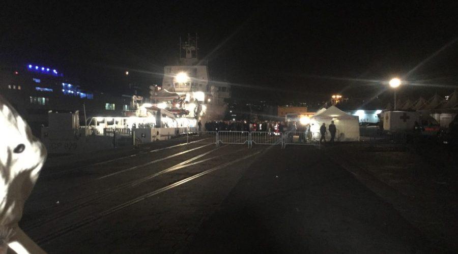Catania, arrivati al porto i 27 superstiti