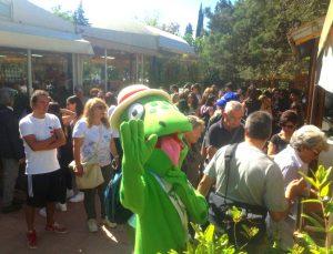 La mascotte ZazzaMike dà il benvenuto al Parco Botanico e Geologico Gole Alcantara