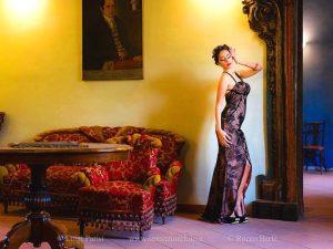 La modella Marika Alfonso in posa al Palazzo Cagnone di Francavilla di Sicilia 03