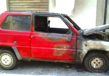Auto incendiata a Francavilla di Sicilia: nessun sospetto da parte del proprietario