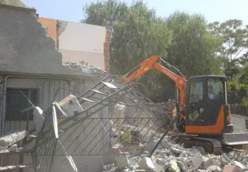 Adrano, abusivismo edilizio: demolita casa abusiva