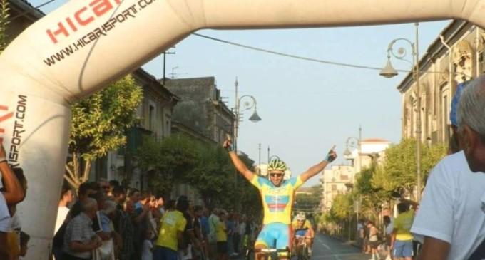Ciclismo: il paternese Giuseppe Zingale trionfa ad Aci S. Antonio