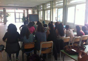 La scuola contemporanea giarrese: classi accampate nei corridoi, palestre e biblioteca