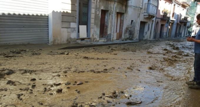 Calatabiano, si rompe tubazione: fango e detriti in strada$