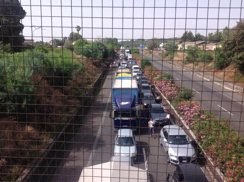 A18 grave incidente coinvolta candidata giarrese auto in fiamme - Incidente giardini naxos oggi ...