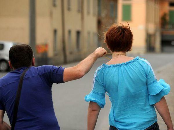 Catania, fermato dai cittadini in piazza Duomo dopo avere scippato una turista spagnola