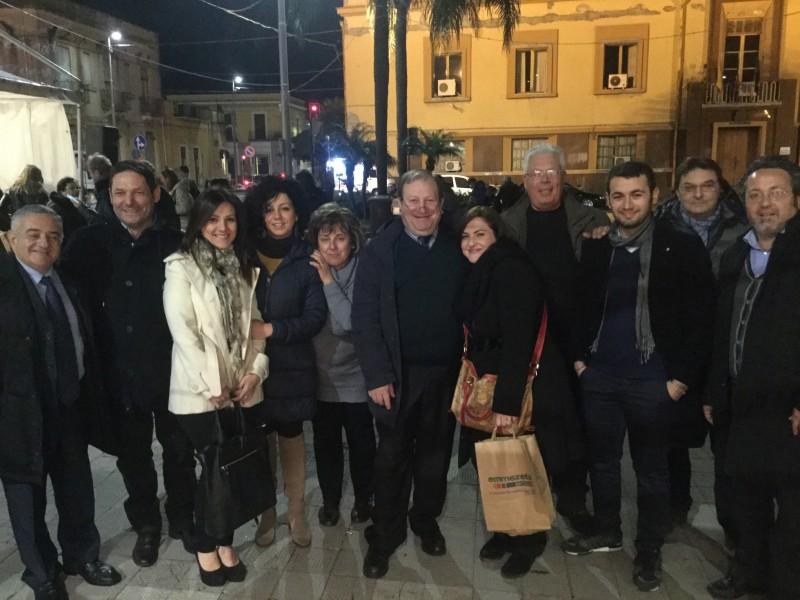 Mascali, ecco il Natale di solidarietà. In piazza Duomo, inaugurati i mercatini artigianali