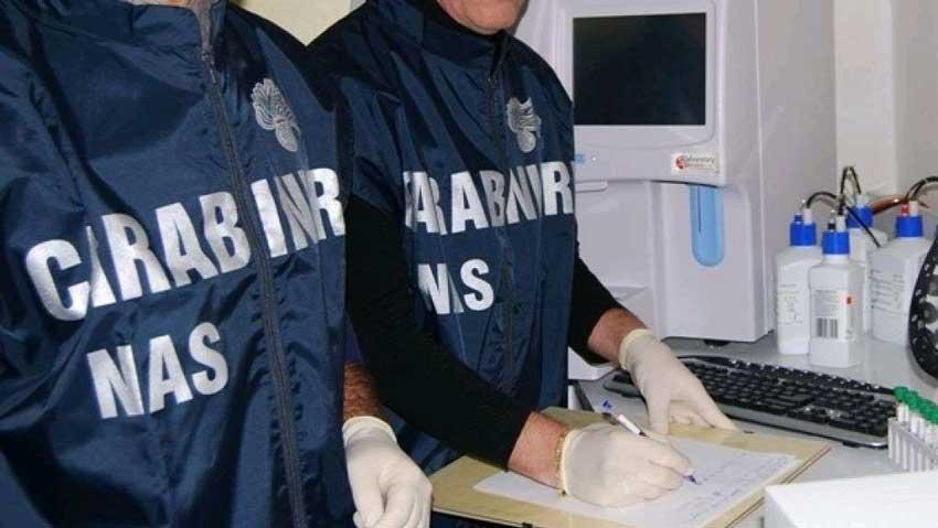 Giarre, operazione del Nas dei carabinieri: in un bar del centro trovate delle blatte