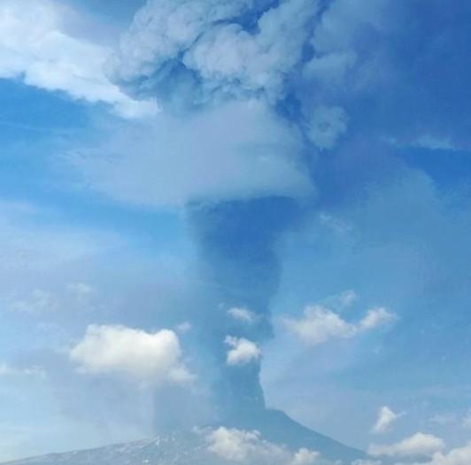 Giarre ecco la pioggia di cenere vulcanica for Cenere vulcanica