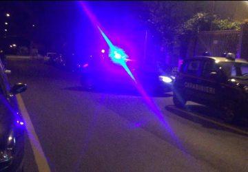 Giarre, 26enne arrestato per tentata estorsione: intimidisce la vittima esplodendo colpi di pistola a salve