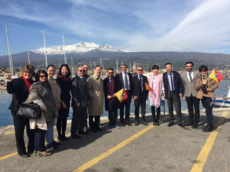 Riposto, delegazione cinese visita la città e accoglie proposta di scambi commerciali