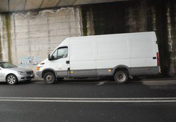 Adrano, assaltano furgone carico di sigarette. Arrestati NOMI FOTO