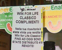 """Baciato dalla Dea bendata: vince 3 mila euro al mese per 20 anni giocando a """"Win for life"""""""
