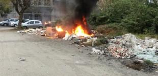 Giarre, incendiata discarica di via Teatro VIDEO