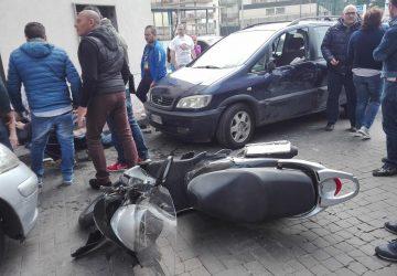Adrano, terribile impatto tra auto e scooter: feriti due giovani, interviene elissoccorso