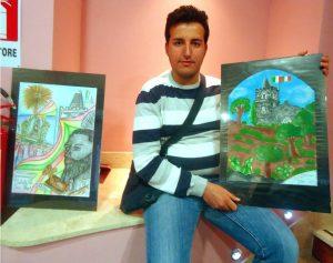 Il pittore Damiano Marra con i suoi dipinti su Calatabiano