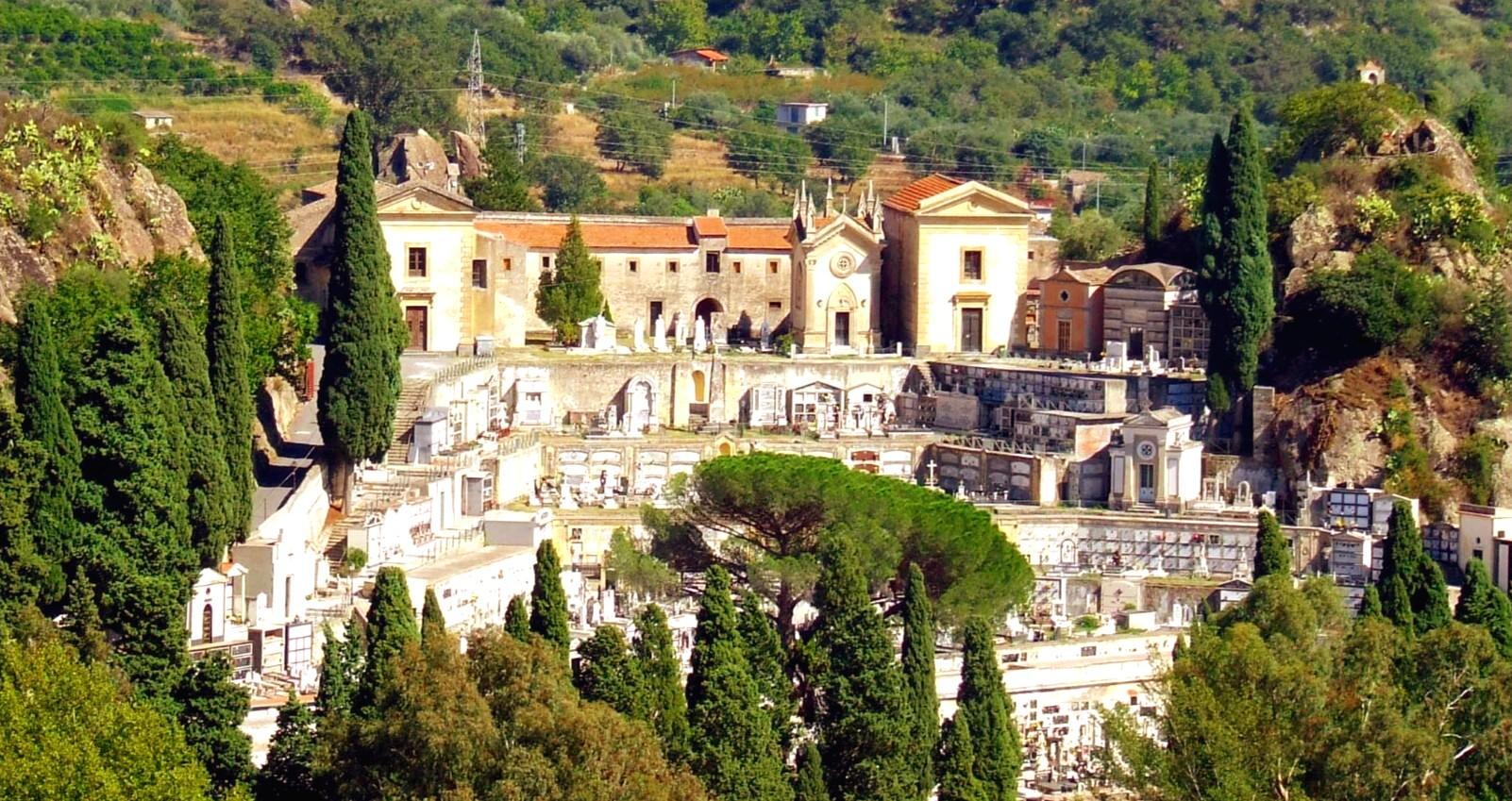 Francavilla Di Sicilia Otto Rinviati A Giudizio Su Diciassette Indagati Per L Affaire Cimitero