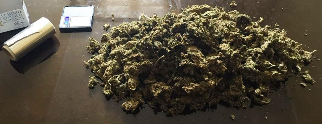 Catania Nascondeva In Bagno Quasi Un Chilo Di Marijuana