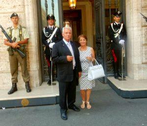 ROMA - Salvatore Strano con la moglie all'ingresso di Palazzo Madama, sede del Senato