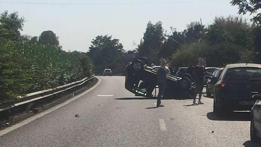 Auto si ribalta in a18 tre feriti - Incidente giardini naxos oggi ...