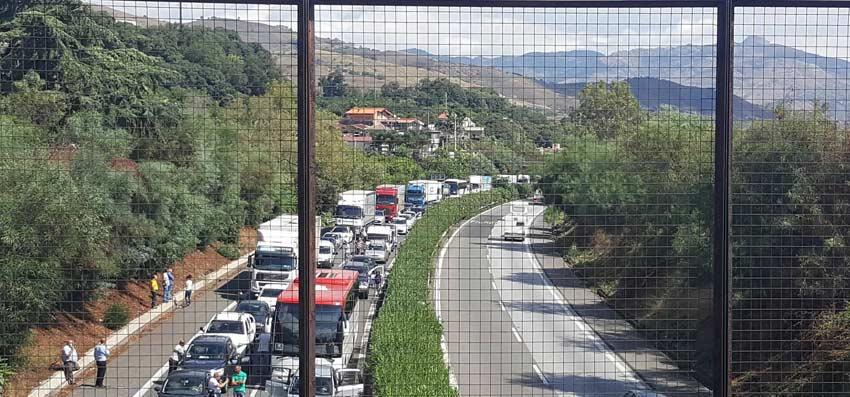 Caos in autostrada per lavori manutenzione, deputato Barbagallo scrive una interrogazione