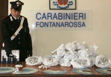 Catania: beccato con 1,3 kg di droga e 10.000 falsi. Arrestato