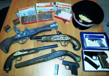 Insospettabile con armi e munizioni a casa: arrestato