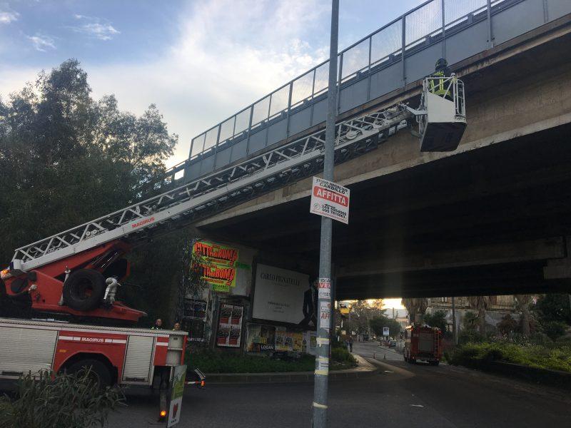 Giarre, vigili del fuoco nel sottoponte di via Luigi Orlando per caduta calcinacci