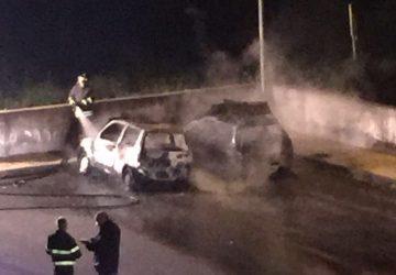 Giarre, due auto in fiamme in via Angelo Rocca