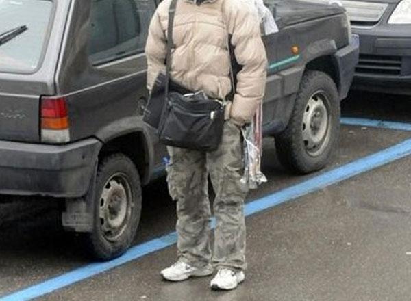 Catania, linea dura della Polizia contro i parcheggiatori abusivi