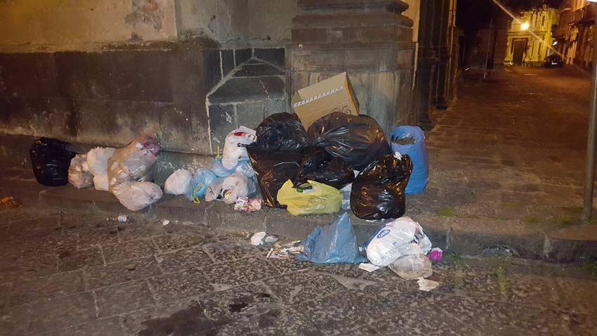 Acireale, un numero per denunciare chi abbandona i rifiuti. Incrementata la videosorveglianza