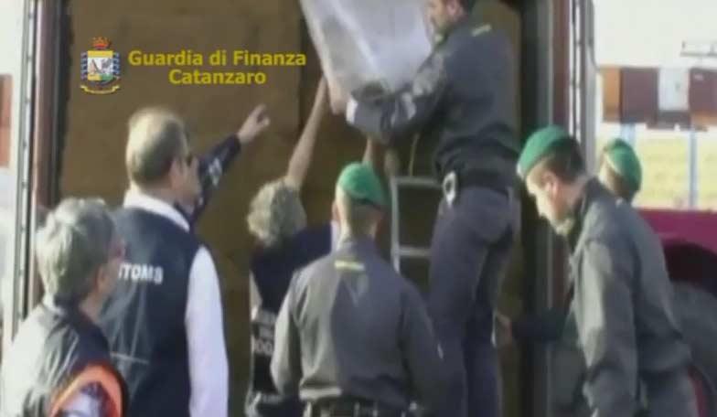 Montagne di droga dal Sud America: a gestirle anche la compagna del boss catanese Salvatore Cappello VIDEO