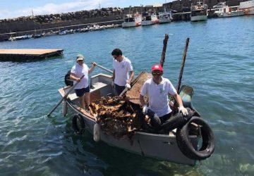 Acireale, volontari raccolgono oltre 1500 kg di rifiuti dal fondale e dalla spiaggia di Santa Maria la Scala