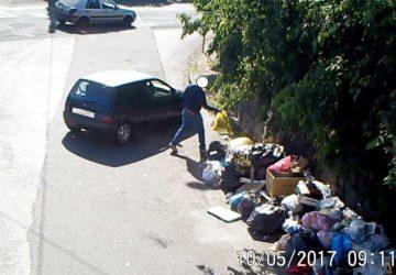 Acireale, controlli sul conferimento dei rifiuti: multati 150 sporcaccioni