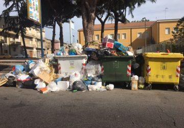 Giarre, festeggiamenti patronali tra i rifiuti