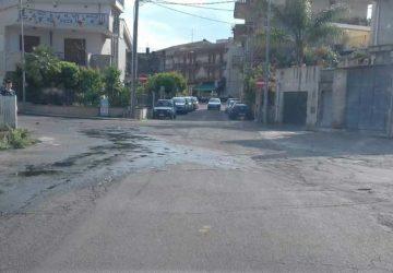 Mascali, perdita d'acqua in via Carrata. Le proteste dei residenti