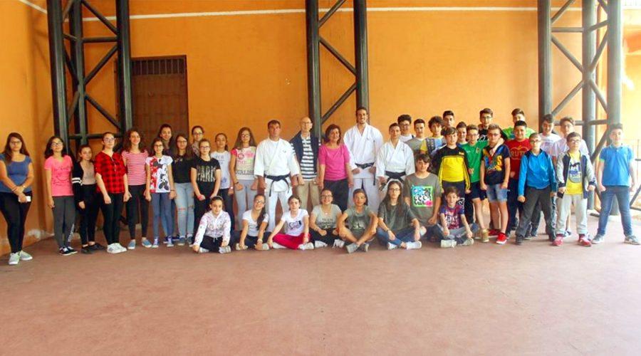 Francavilla di Sicilia: gli alunni dell'Istituto Scolastico Comprensivo a lezione di Karate