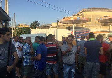 Protesta ambulanti, il sindaco promette i mercatini rionali e stop ai sequestri VIDEO