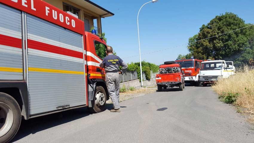 Catania, incendio divampa in una abitazione di via Mazzaglia