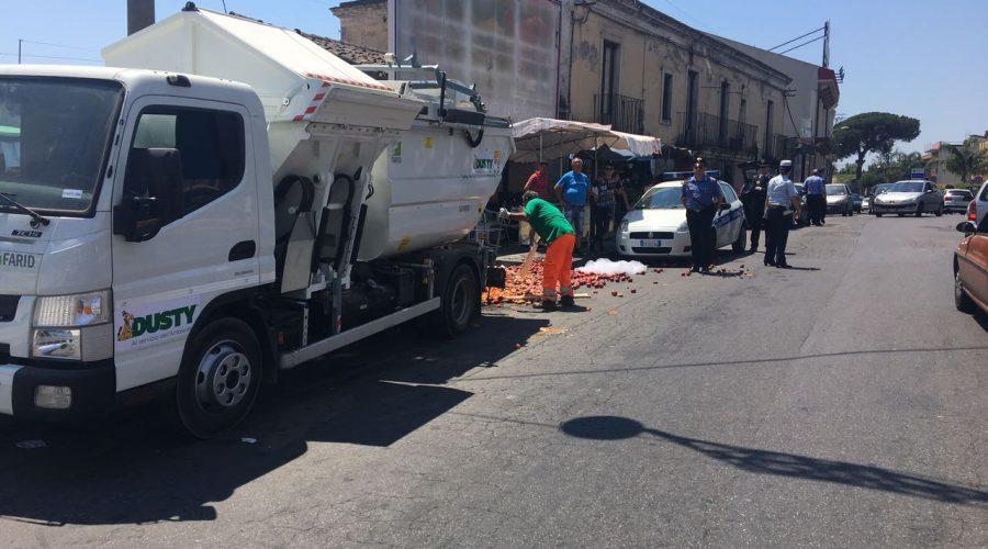"""Ambulantato selvaggio a Giarre: il Tribunale di Catania annulla un sequestro di frutta per """"deficit motivazionale"""""""
