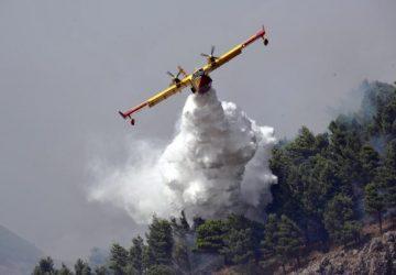 Giarre, vasto incendio a Fondo Macchia:  impiegato un canadair