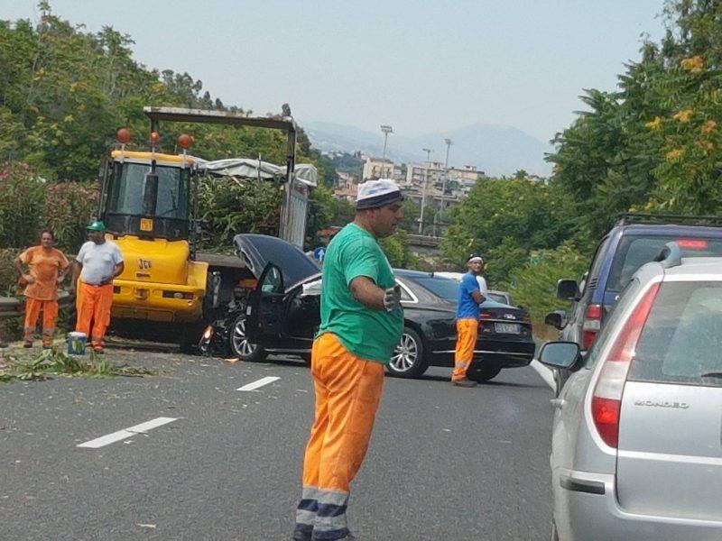 Incidente in a18 tra catania e giarre si segnalano lunghe file un ferito - Incidente giardini naxos oggi ...