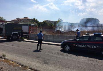 Giarre, a fuoco terreno accanto al Tribunale di corso Europa VIDEO