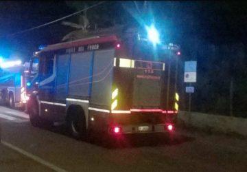 Mascali, notte di fuoco a Fondachello: in fiamme due auto
