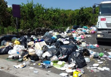 Riposto, emergenza discariche: intervento lungo la provinciale a Femminamorta