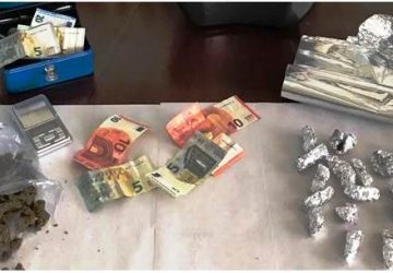 Acireale: arrestato 17enne beccato con la marijuana a casa