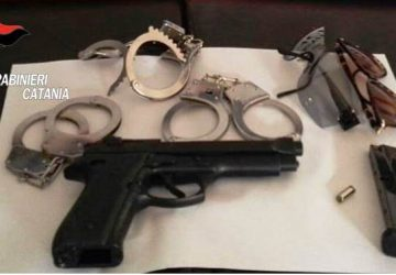 Rapina in gioielleria ad Aci Trezza. Arrestato commando di tre individui, tra cui una donna.