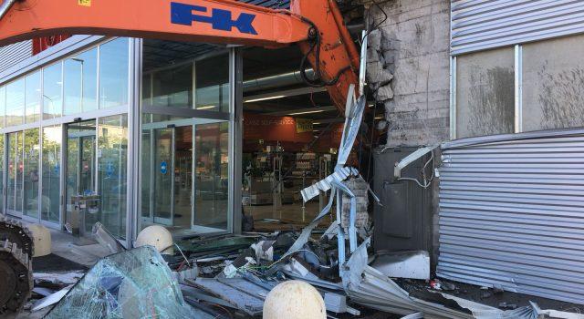 Banda dell'escavatore in azione, colpo fallito al superstore Famila