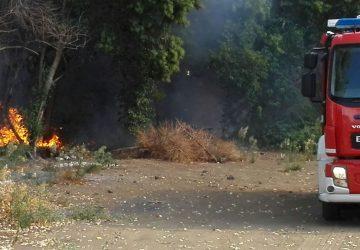 Santa Maria la Strada, incendio in via Penturo: intervento dei vigili del fuoco VIDEO - FOTO